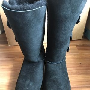 UGG boots (bailey button) black